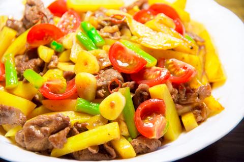 牛肉とジャガイモのピリ辛炒め。